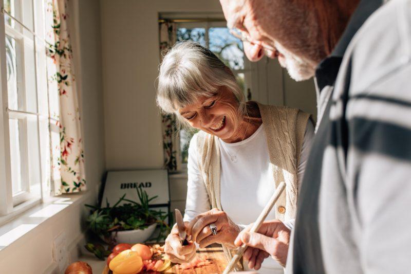 Oma und Opa sind am kochen