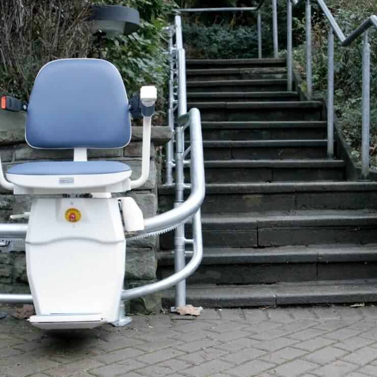 Kurvenlift draußen - Treppenlift
