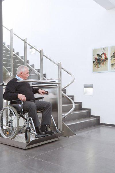 Rollstuhl-Plattformlift geschlossen