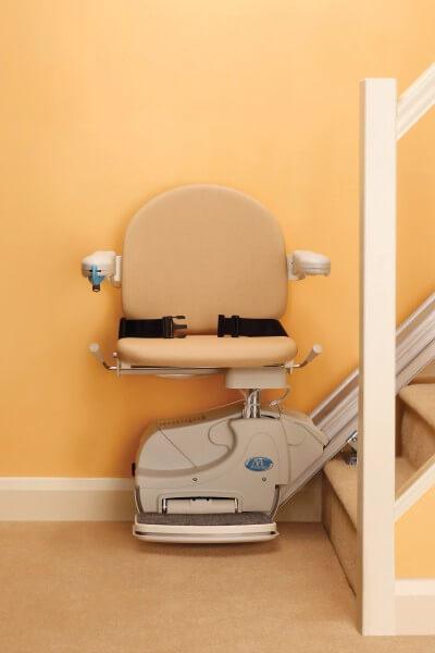 SANIMED 10 günstiger Sitzlift für gerade Treppen, Frontansicht