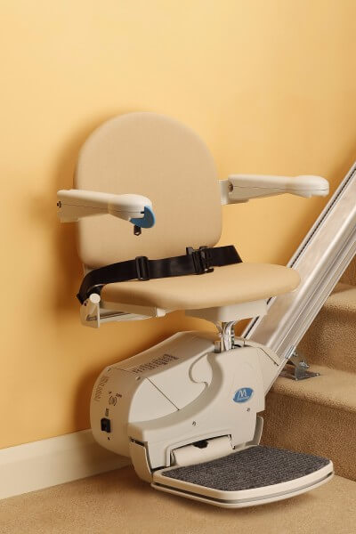 billiger Treppenlift für gerade Treppen in Startposition, SANIMED 10
