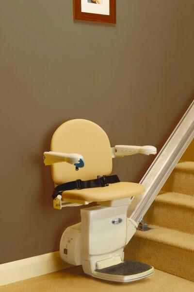 SANIMED 10 billiger Treppenlifter für gerade Treppen, in Startposition