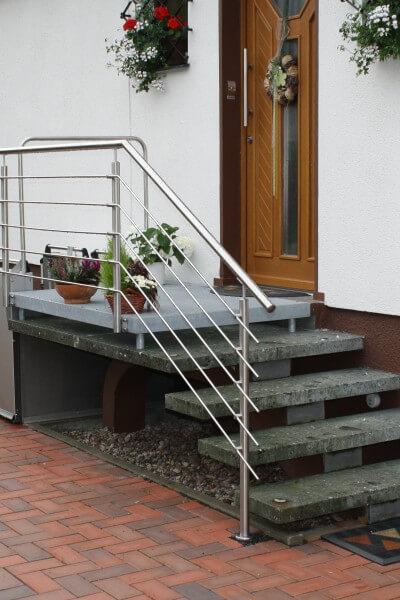 Rollstuhlhebebühne an Außentreppe