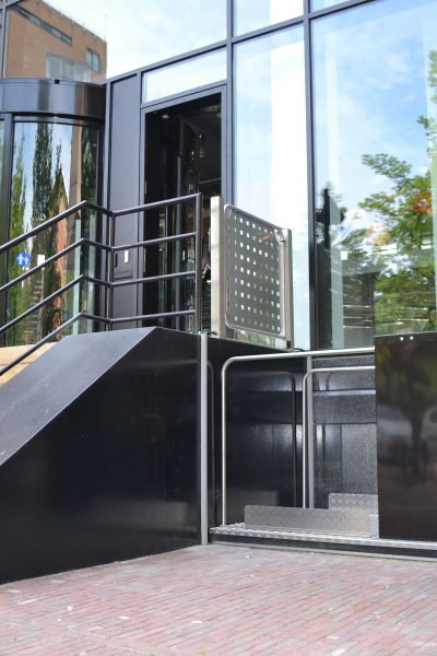 Rollstuhl Hebebühne Eingang