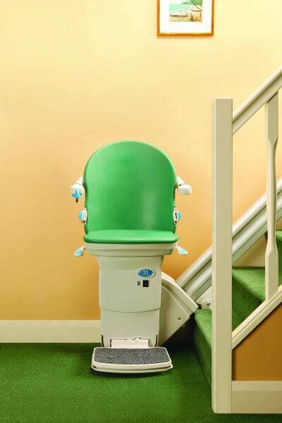SANIMED 20 grün Treppenlift für gerade Treppen, Frontansicht