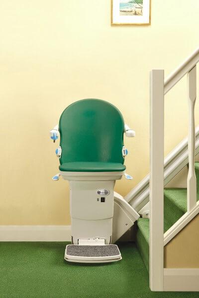 SANIMED 20 Sitzlift für gerade Treppen, Frontansicht grün