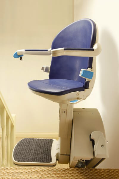 SANIMED 20 Sitzlift für gerade Treppen in Parkposition am Treppenende