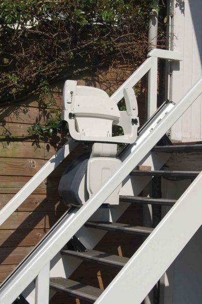 Treppenlift SANIMED 30 Outdoor zusammengeklappt draußen