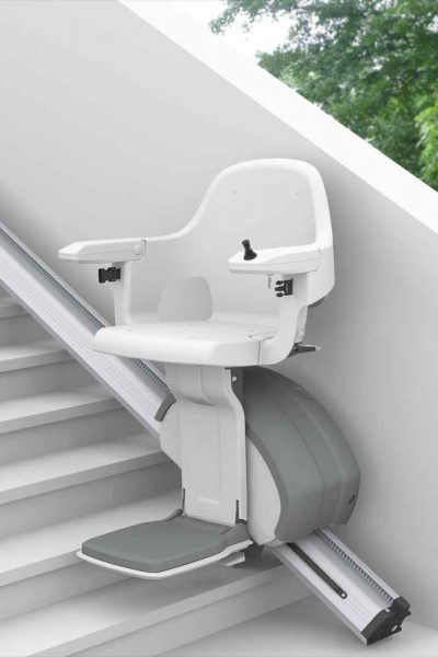 SANIMED 30 Outdoor - der Treppenlift für den Außenbereich im Garten