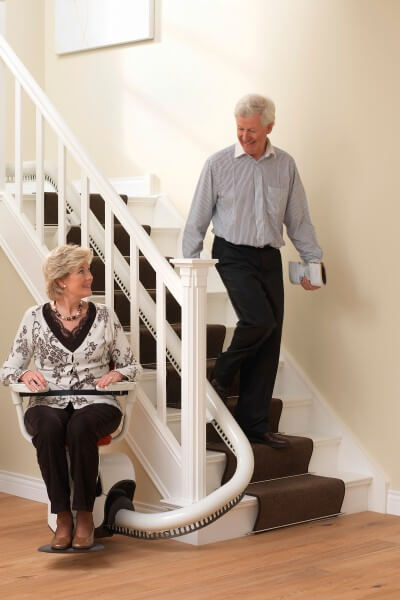 Treppenlifter für kurvige Treppen mit Personen