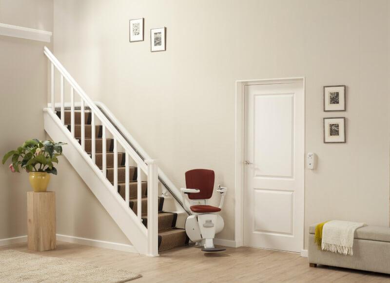 schmaler treppenlift f r kurvige treppen. Black Bedroom Furniture Sets. Home Design Ideas