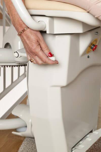 Treppenlift für kurvige Treppen, Hebel Fußbank