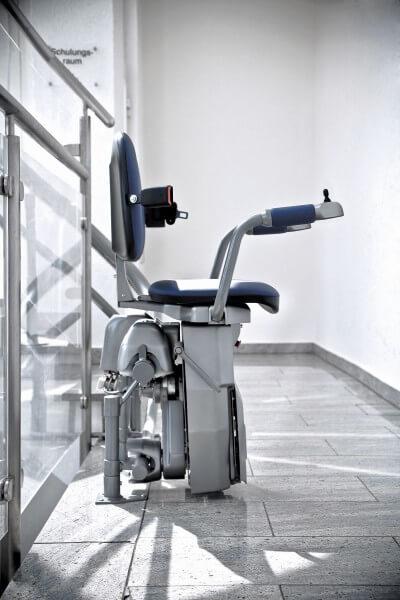 SANIMED 75 Treppenlift für kurvige Treppen, modern