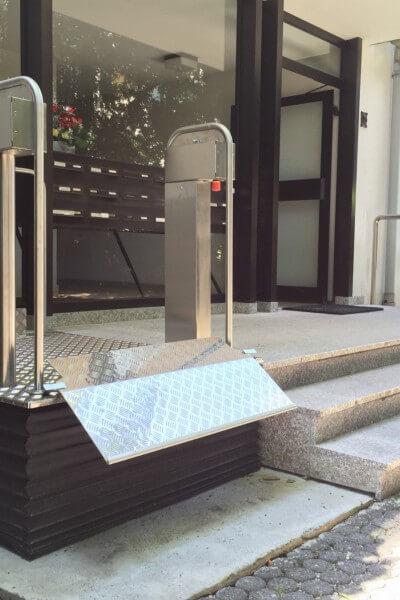 Hublift für Rollstühle mit Faltenbalg innen