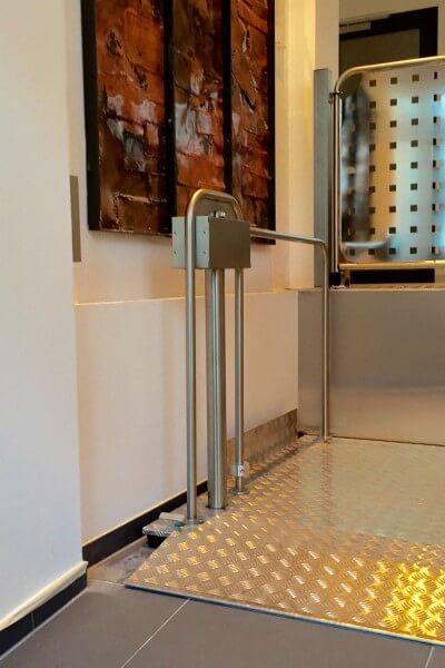 Design-Hublift für Rollstühle bestens integriert