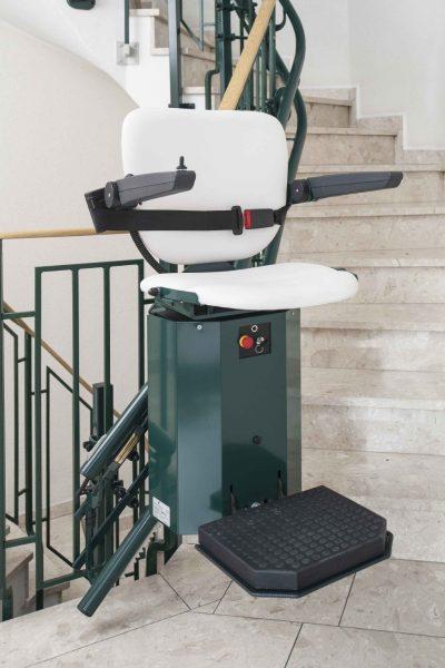SANIMED 80 - individueller Treppenlift für besondere Treppenhaeuser