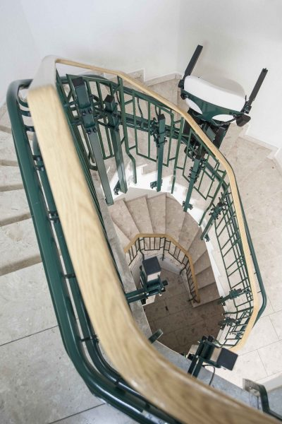 Treppenlift SANIMED 80 im Treppenhaus