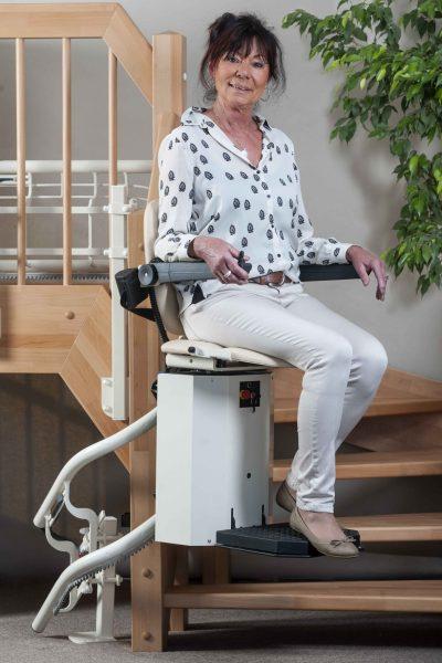 Der individuelle Treppenlift SANIMED 80 für besondere Treppenhaeuser