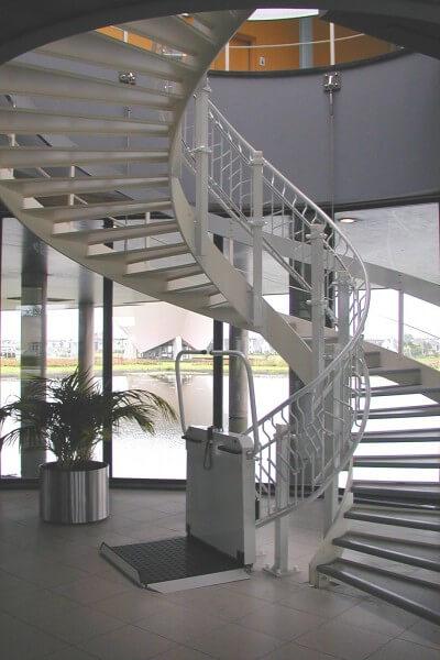 Rollstuhllifte: Plattformlifte und Hebebühnen