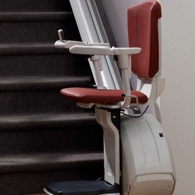 Premium Treppenlift für gerade Treppen Seitenansicht