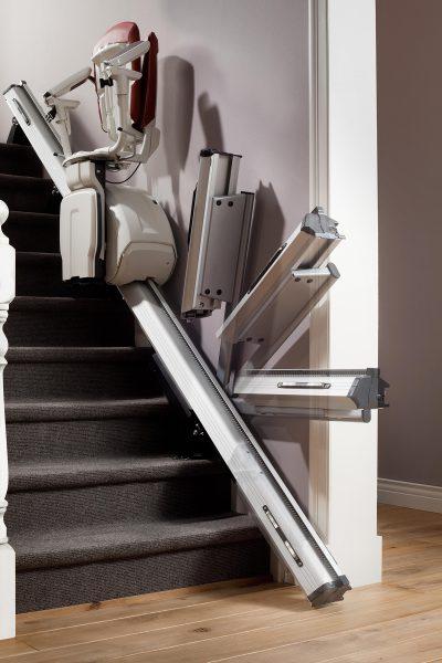 Premium Treppenlift für gerade Treppen mit automatischer Klappschiene