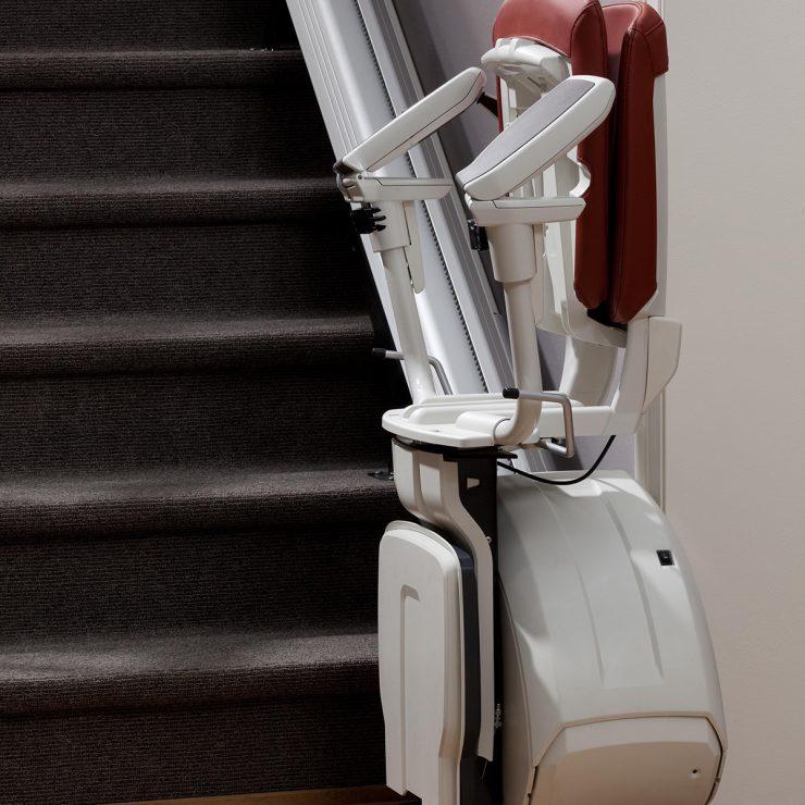 Premium Treppenlift für gerade Treppen in Parkposition