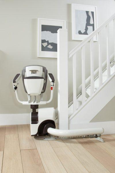 SANIMED 70 Treppenlift für kurvige Treppen mit Fernbedienung