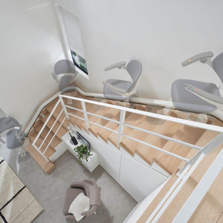Zeitraffer der Fahrt des SANIMED 70 EXTRA Treppenlift für kurvige Treppen
