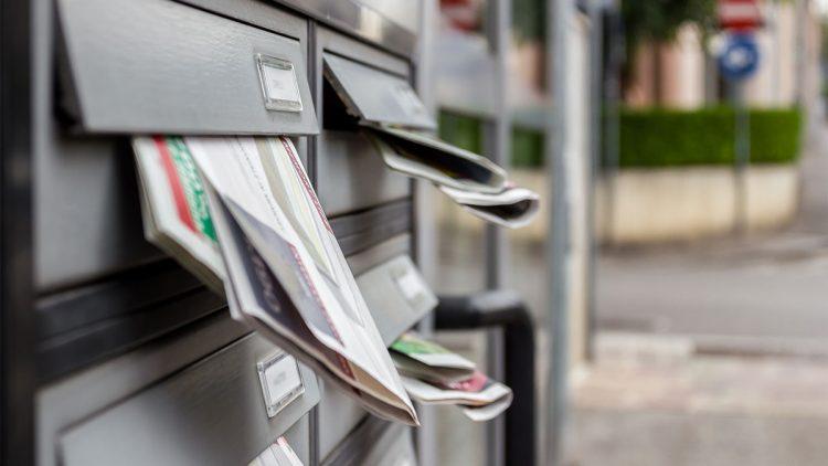 Wenn der Briefkasten überquillt - Briefkästen mit voll Reklame